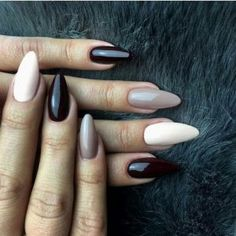 The advantage of the gel is that it allows you to enjoy your French manicure for a long time. There are four different ways to make a French manicure on gel nails. Get Nails, Love Nails, Pink Nails, Hair And Nails, Black Nails, Simple Nail Designs, Nail Art Designs, Indigo Nails, Neutral Nails