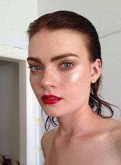 Bold Brows + Highlight + Red lips