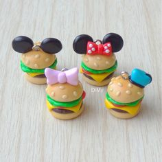 Hi everyone!! Today I have these Disney burgers to show you! They are very easy to make. You can watch the tutorial by clicking the link in my bio! And don't forget that you can share your creations inspired by my tutorials. Just use the hashtag #dimy04 ~ Bonjour!! Voici des burgers Disney! Ils sont très faciles à faire. Le lien du tuto se trouve, comme d'habitude, dans ma bio! Et n'oubliez pas que vous pouvez partager vos créations inspirées de mes tutos en utilisant la hashtag #dim...