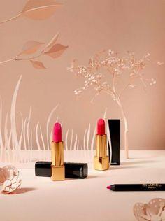 Paper Artist Virginie Brachet for Chanel - décors floral en papié découpé - Photography by Metz & Racine  #stilllife #paperart #garden