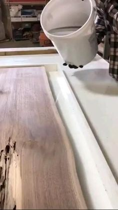 Diy Resin Table, Epoxy Wood Table, Epoxy Resin Wood, Easy Woodworking Projects, Woodworking Shop, Woodworking Plans, Wood Projects, Woodworking Magazine, Unique Woodworking