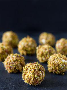 Bacon pistachio goat cheese balls