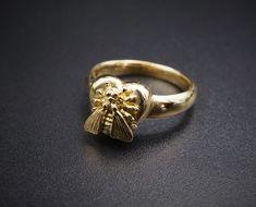 8ae06f77749 Rare Designer 18k Gold Gucci Le Marché des Merveilles Bee Ring Size 6.5  CO298  Gucci  bees