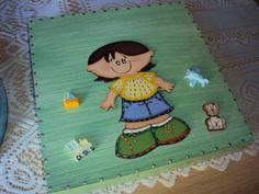 Placa para porta/parede com apliques de resina e mdf. Pode ser personalizada com o nome da criança. R$ 35,00