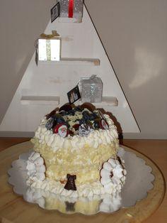 kersttaartje gevuld met chocomouse , slagroom en fruit
