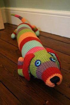 Ravelry: Draughty Dog pattern by Nancy Atkinson & Sarah Jane Tavner Tea Cosy Knitting Pattern, Animal Knitting Patterns, Knit Patterns, Baby Knitting, Cross Stitch Patterns, Sewing Patterns, Knitted Stuffed Animals, Knitted Animals, Crochet Home