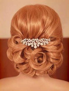 Gorgeous Wavy Wedding Updo Hairstyle With Crystal Hair Comb #weddbook #wedding #hairstyle