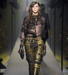 Bretagne - Jean Paul Gaultier – Haute Couture - Automne Hiver 2015 Jean Paul Gaultier, Space Fashion, Mode Jeans, French Lace, Mode Inspiration, South Korean Girls, Jeans Style, Catwalk, Evening Dresses