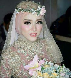 Bride muslim korean look Hijabi Wedding, Wedding Hijab Styles, Kebaya Wedding, Muslimah Wedding Dress, Muslim Wedding Dresses, Muslim Brides, Wedding Wear, Bridal Dresses, Wedding Makeup