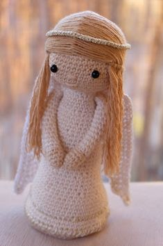 You will find some pattern in English: Meerkat - free crochet pattern Angel - free crochet pattern Angel Crochet Pattern Free, Crochet Snowflake Pattern, Crochet Dolls Free Patterns, Crochet Angels, Christmas Crochet Patterns, Crochet Doll Pattern, Amigurumi Patterns, Amigurumi Doll, Cute Crochet