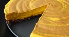 Raw mangový dort s vlašskými ořechy