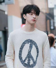 Cute Asian Guys, Asian Hair, Chinese Boy, Celebs, Celebrities, Good Looking Men, Cute Love, Asian Men, Handsome Boys
