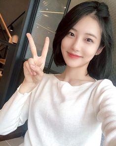 Peace To You beauty Kpop Short Hair, Korean Short Hair, Korean Face, Mamamoo, Snsd, Korean Girl Band, Red Velvet, Grunge Girl, Girl Bands