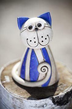 Ceramic Pottery, Ceramic Art, Clay Cats, Pottery Handbuilding, Pottery Sculpture, Clay Ornaments, Ceramic Animals, Clay Figures, Cat Colors