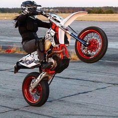 Lady Biker, Biker Girl, Enduro Motocross, Dirt Bike Girl, 4 Wheelers, Dirt Bikes, Bike Life, Cars And Motorcycles, Motorbikes