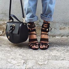 parisfashionn:  Bag Pumps Fashion Clue | Street Outfits & Trends