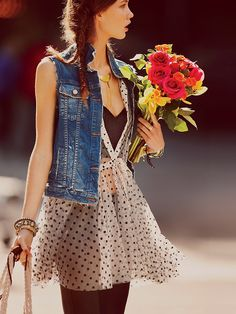 Spring Is Right Around The Corner And This Is A Super Cute Look. Bring A Small Bunch Of Your Favorite Flowers To Add A Splash Of Color