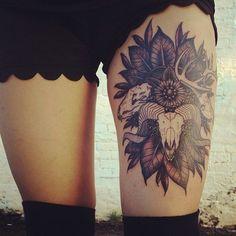 tatouage interieur cuisse femme
