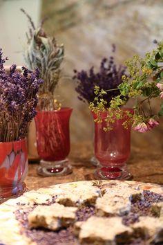Lavendelfelder in Österreich<em>Biohof Wunsum</em>Sulmtal-Sausal<em>Foto Anita Arneitz</em>Reiseblog www.anitaaufreisen (30) Alcoholic Drinks, Glass, Wine Country, Lilac Flowers, Harvest, Tips, Drinkware, Corning Glass, Liquor Drinks