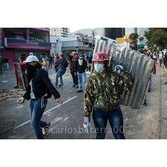 Mujeres en defensa de la nacion pic.twitter.com/BFHHh6Ra3B ASI SE HACE!!!!  #LaGuarimbaLosTienenLocos