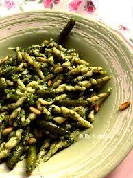 trofie molho pesto! pra esse prato precisa do formato  trofie. o molho e o macarrão são tipicos duma região chamada Liguria