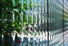 装飾ガラス施工事例。モデルはコンベックス