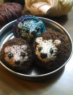 """Free Knitting Pattern for Harry Hedgehog - Tiny hedgehog toy is only 1.5"""" long and takes only 20min to make. Designed by Raynor Gellatly. Pictured project by onthetide Crochet Crafts, Cute Crochet, Crochet Toys, Knit Crochet, Knitted Animals, Knitting Projects, Knitting For Kids, Free Knitting, Hedgehog Craft"""