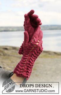 """Crochet DROPS gloves in fan pattern in """"Alpaca"""". ~ DROPS Design"""