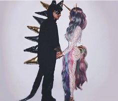Hallowen Costume Couples Couples unicorn and dragon Halloween costume Dragon Costume Women, Dragon Halloween Costume, Casa Halloween, Family Halloween Costumes, Diy Costumes, Costumes For Women, Halloween Unicorn, Couple Costumes, Costume Ideas