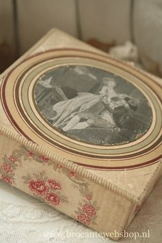 . Fabric Covered Boxes, Fabric Boxes, Shabby Boxes, Old Boxes, Cigar Boxes, French Fabric, Shabby Flowers, Pretty Box, Altered Boxes