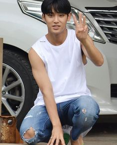 MIngyu - This pic is actually making me mad.. that I can see him but not have him. those jeans especially.. and those hands.. they're taunting me..