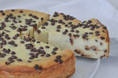 Torta cremosa alla ricotta con gocce di cioccolato - Ricetta Flan, Easy Dinner Recipes, Sweet Recipes, French Bakery, Kinds Of Desserts, Vegan Kitchen, Asian Cooking, Delicious Desserts, Food And Drink