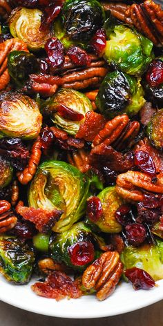 Christmas side dish: Roasted Brussels sprouts with bacon, roasted pecans and dried pr . - Christmas side dish: Roasted Brussels sprouts with bacon, roasted pecans and dried cranberries - Veggie Side Dishes, Vegetable Dishes, Side Dish Recipes, Food Dishes, Side Dishes For Turkey, Bacon Dishes, Roasted Vegetable Recipes, Veggie Recipes, Cooking Recipes
