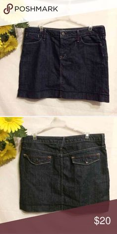 Banana Republic Short Jean Skirt Sz 12 Banana Republic Jean Skirt Sz 12 Measures 16.5 inches long 98% Cotton  2% Spandex Has some stretch to it Banana Republic Skirts Mini
