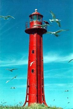 Farol da Escalvada, Southeastern Brazil  1907. Active; focal plane 27 m (89 ft); two quick white flashes every 6 s. 12 m (39 ft) round cylindrical cast iron tower with lantern and gallery, painted red.
