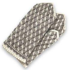 Ravelry: Grandmothers No 020 pattern by Jana Dragune Wool Gloves, Knitted Gloves, Mittens Pattern, Knit Mittens, Half Gloves, Wrist Warmers, Fair Isle Knitting, Wool Yarn, Free Pattern