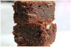 En préparant mes articles pour mon dossier spécial chocolat (ici et ici), je me suis rendue compte que je n'avais encore aucune recette de brownies sur le blog ! Voici de quoi enfin rectifier cette oubli et vous ne serez pas déçu !! Cette recette de brownie est juste... #brownie #chocolat #goûter