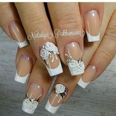 The advantage of the gel is that it allows you to enjoy your French manicure for a long time. There are four different ways to make a French manicure on gel nails. Almond Acrylic Nails, Fall Acrylic Nails, Acrylic Nail Designs, Nail Art Designs, Nail Art Fleur, Rose Nail Art, Fancy Nails, Cute Nails, Pretty Nails