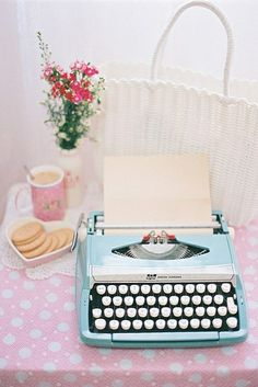 I used to have a typewriter exactly like this and wish I hadn't gotten rid of it!!