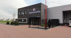 Nieuwbouw kantoor en bedrijfshal te Oostzaan.