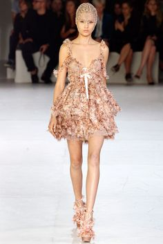 See the complete Alexander McQueen Spring 2012 Ready-to-Wear collection.