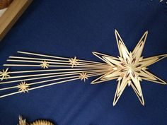 Diy Straw Crafts, Paper Crafts, Christmas Projects, Christmas Crafts, Christmas Decorations, Corn Dolly, Nature Paper, Parol, Stained Glass Crafts