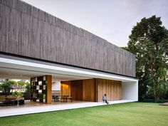 ONG & ONG attunes contemporary dwelling to tropical surroundings in singapore