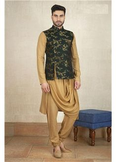 Buy alluring green color silk wasicoat is ornamented with gorgeous print all over, stylish mandarin collar, chest pocket and side open pattern, it comes with modal fabricated khaki color cowl kurta and chudidhar bottom. Indian Wedding Clothes For Men, Wedding Kurta For Men, Wedding Dress Men, Wedding Suits, Nehru Jacket For Men, Waistcoat Men, Nehru Jackets, Mens Suit Colors, Designer Jackets For Men