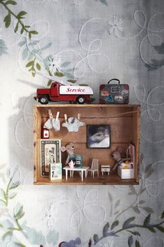 DIY: Miniatur-Maushaus (Emma's Vintage) - For the little ones. Diy And Crafts, Kids Crafts, Miniature Rooms, Kids Decor, Home Decor, Shop Interiors, Diy Dollhouse, Kid Spaces, Boy Room