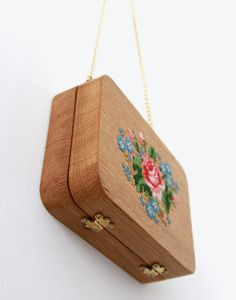 GRAV GRAV - Oak Wood Embroidery Purse #gravgravco #boxpurse #woodenbag #purse #embroidery