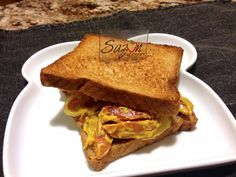 Sandwich de salchichas a la mostaza