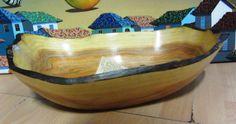 Esta pieza esta esculpida a mano de un bloque solido de madera llamada PALO DE SANDRE (Brosimun Rubescens), es una madera exotica nativa de los bosques tropicales de Panama, es considerada una de las mas finas sobre el planeta- Disponible en Weil Art