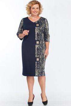 fashion for women over 60 aging gracefully glasses Mature Women Fashion, Curvy Girl Fashion, Womens Fashion, Mother Of The Bride Dresses Long, Mothers Dresses, Plus Dresses, Nice Dresses, Dresses For Work, Old Lady Dress