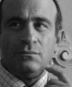 Giuseppe Fiorenza, scrittore e regista dallo stile diretto e provocatorio. Fondatore del Centro Barlaam, Biblioteca delle Letterature Mediterranee. Con Ferrari Editore ha pubblicato il romanzo Fiele (2014).